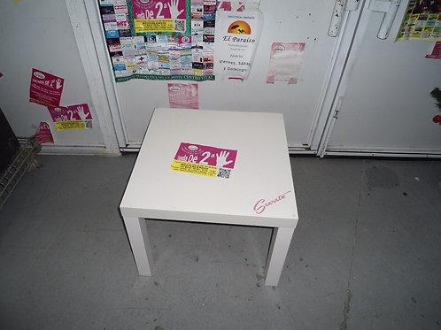 Mesa pequeña blanca