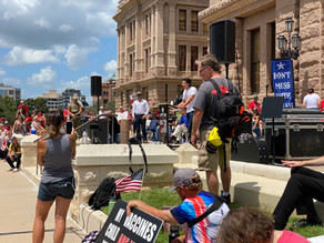 More than 1,000 people rally at the Texas Capitol for Medical Freedom