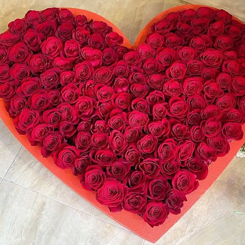 100 Roses in a heart box