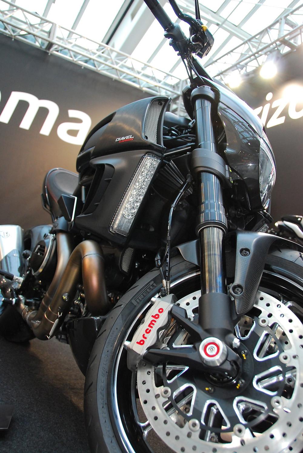 moottoripyörä musta ducati
