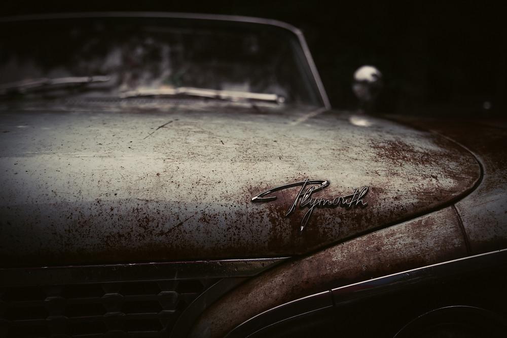 Vanha ruosteinen auto
