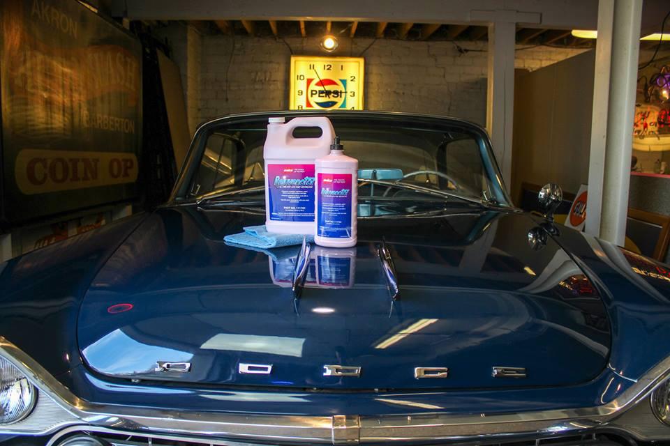 Kiillotettu auto sininen dodge malco rejuvenator