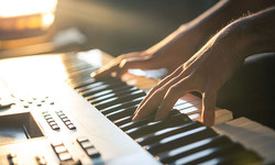 keyboard-player-gm506615586