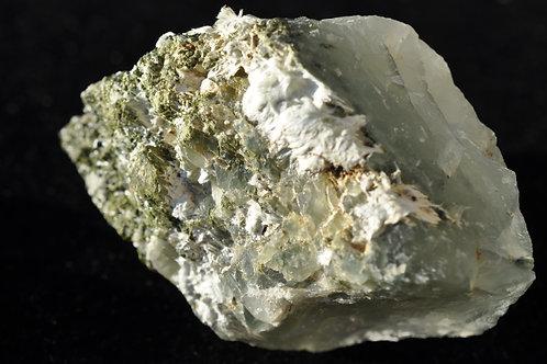 7713-АБ  Кварц с включением актинолит-асбеста