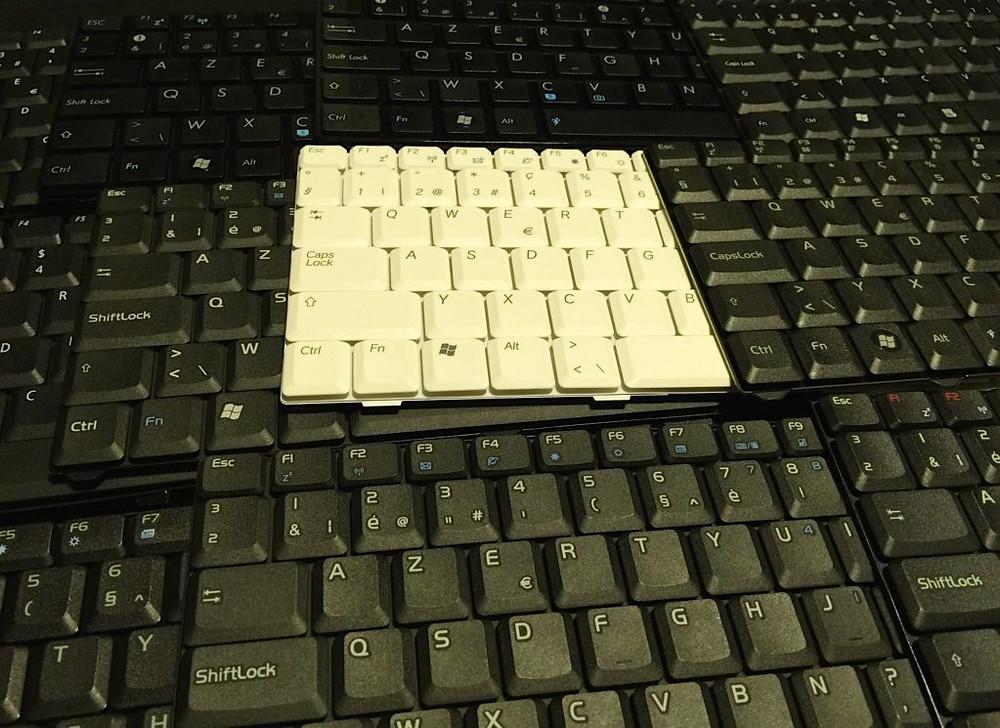 diferentes modelos exemplificando os melhores teclados para pc.