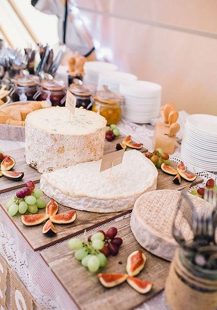 outdoor-food-ideas-cheese-board-buffet.j