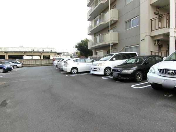 蓮根ファミールハイツ2号棟駐車場.jpeg
