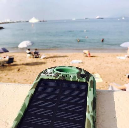 Le chargeur solaire pour smartphone: Un accessoire de voyage indispensable!