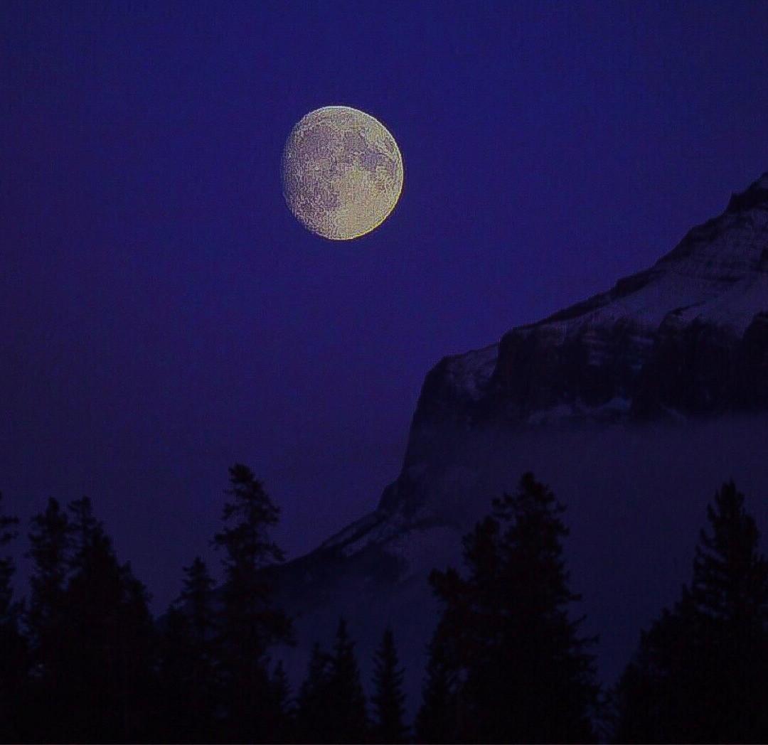 Mount Rundle Moon