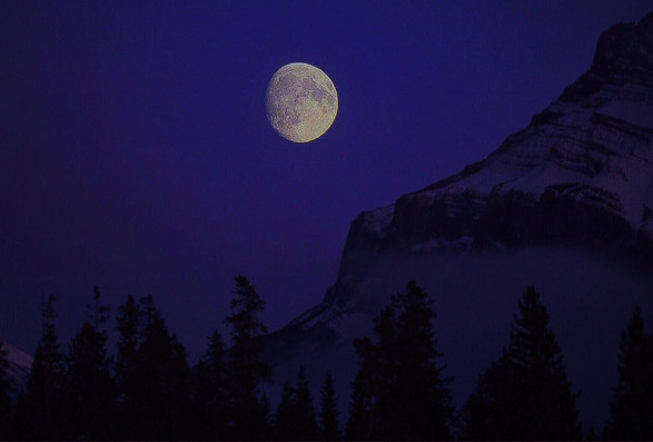 Moon Mount Rundle