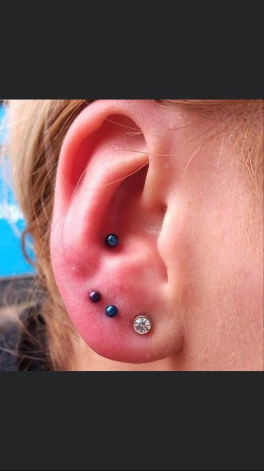 Paired Lobes(1 Piercing on each earlobe)