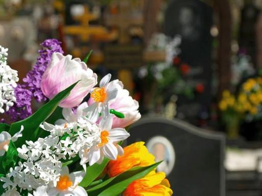 Штучні квіти та похоронна справа