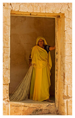 THE LADY IN YELLOW by Richard Peters