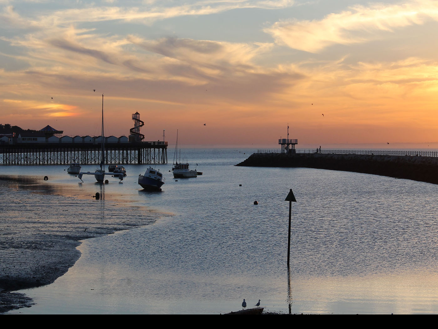 HERNE BAY AT SUNSET by kim read
