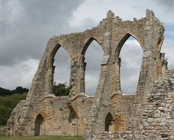 BAYHAM ARCHES by Richard peters