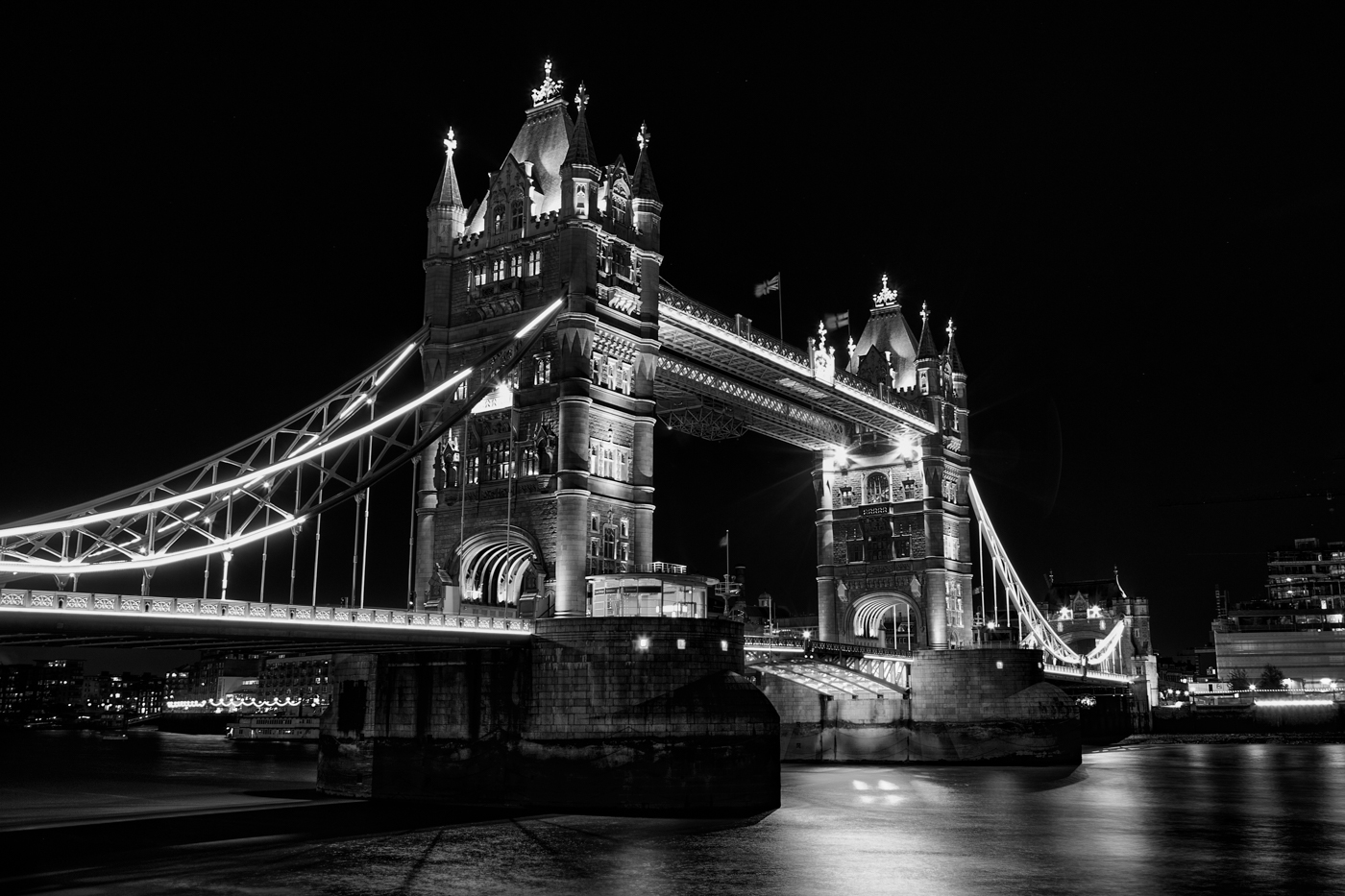 TOWER BRIDGE by Chris Reynolds