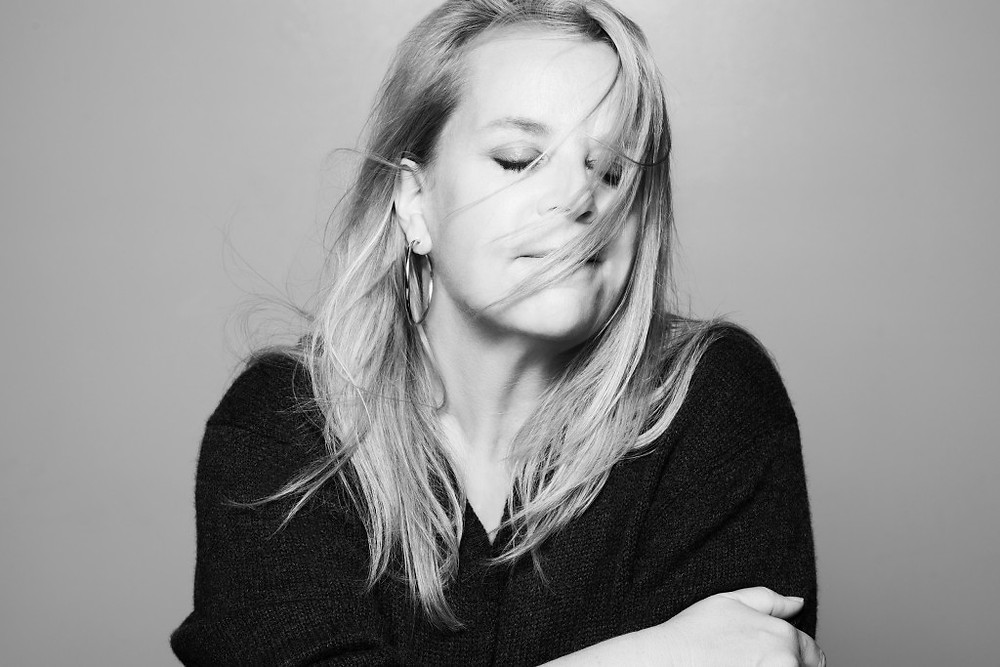 Publicity shot of Mary Chapin Carpenter