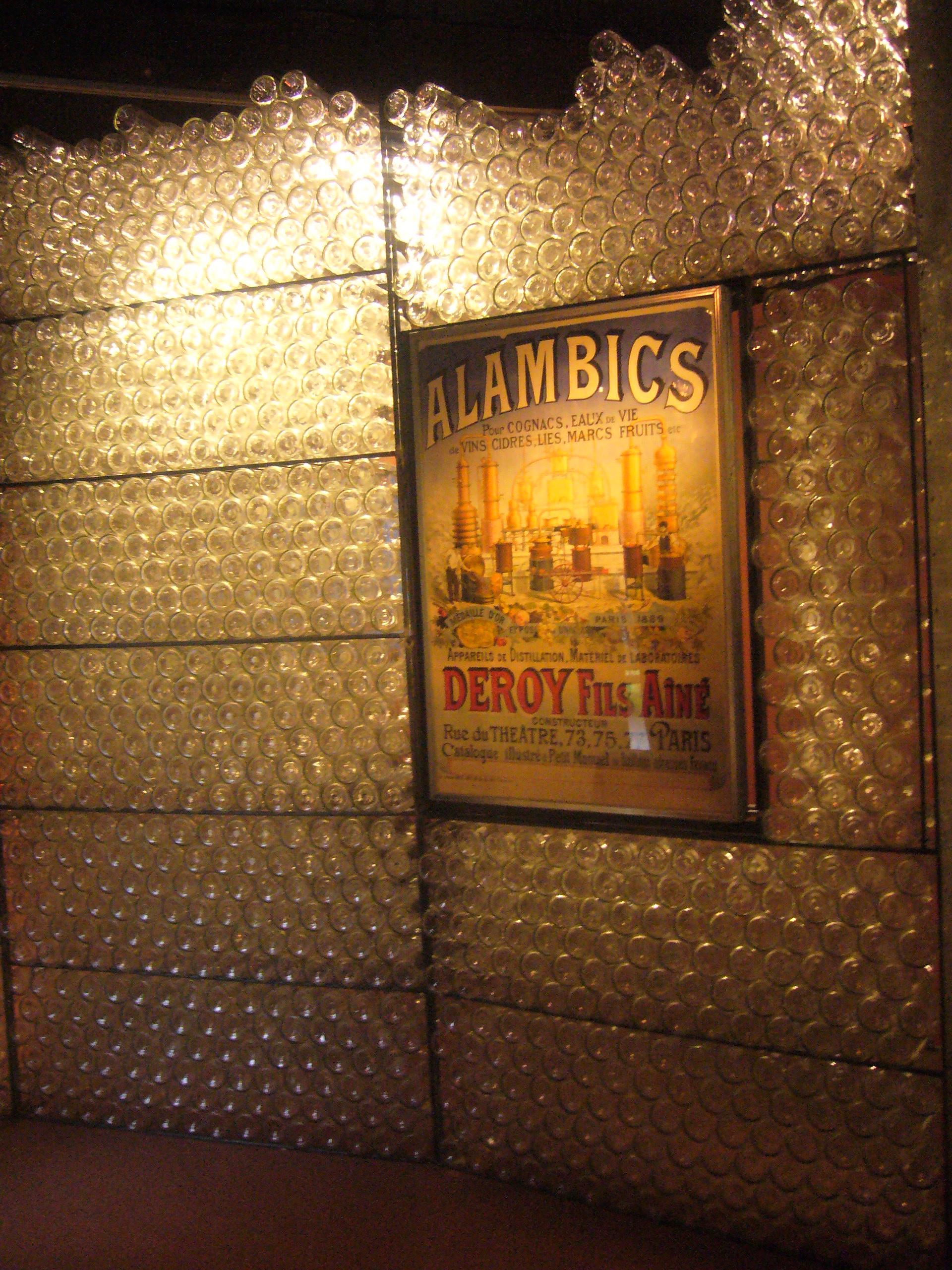 Alambics et vieilles bouteilles