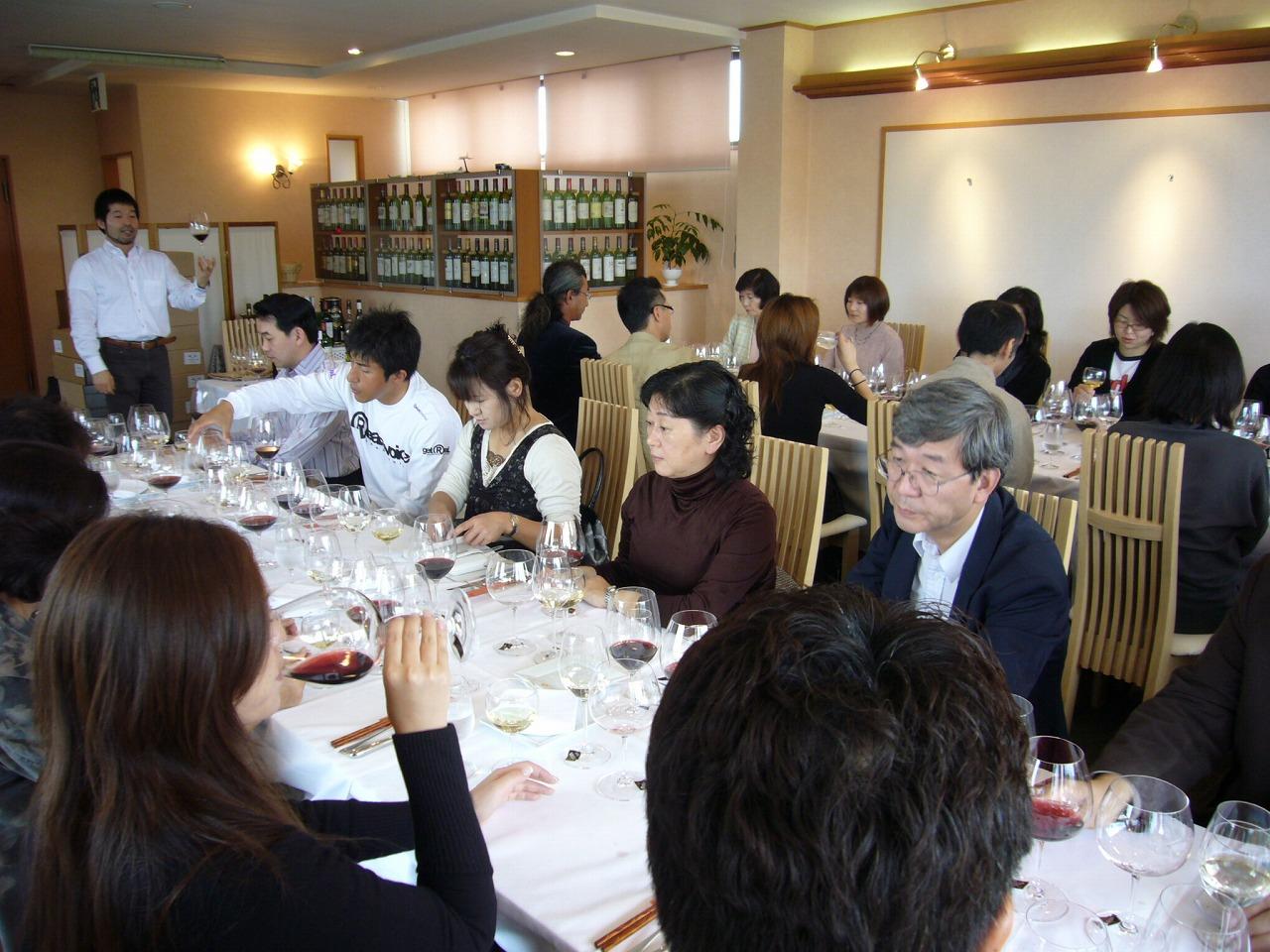 リーデル社の庄司氏を招いてのグラスセミナー