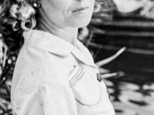 """Semiha ES  """"Gölgedeki Cesur Savaşçı""""  Türkiye'nin İlk Kadın Savaş Fotoğrafçısı  (1912-2012)"""