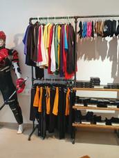 Eishockey Schutzausrüstung und passende Textilien.