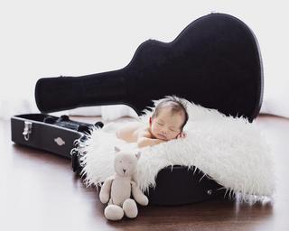 newbornguitar.png