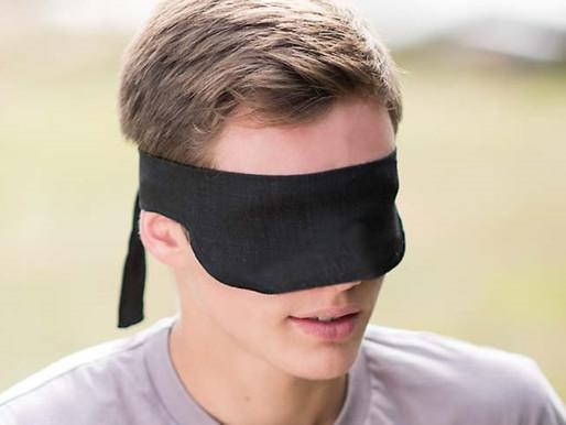 Les experts rappellent que porter son masque trop haut peut gêner la vue...
