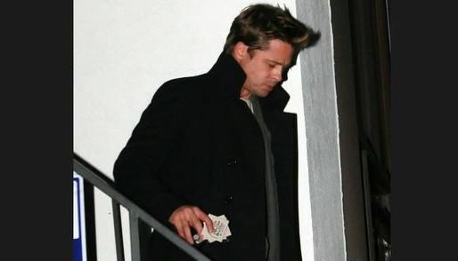 Brad Pitt apercu à Montréal avec des billets de la Chasse à l'As de Lamèque