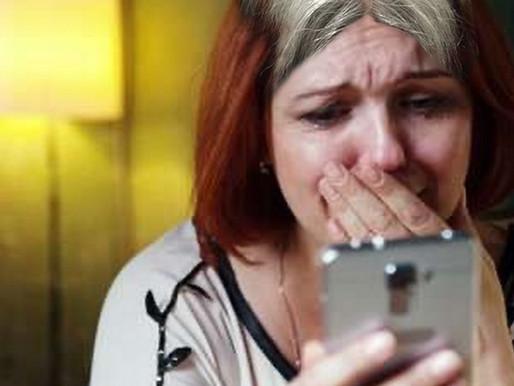 Elle pleure de joie en apprenant la réouverture des salons de coiffure