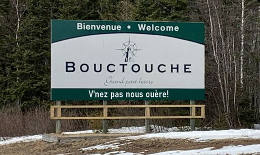 Bouctouche change son panneau à l'entrée de la ville