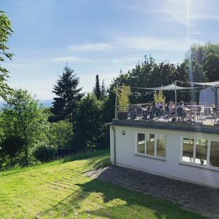 Sonnenterrasse im Habitat mit Blick über Esslingen