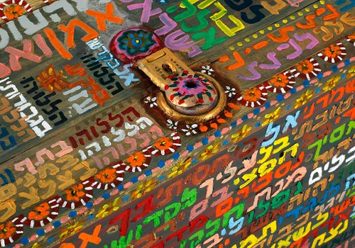 General Tikun 2010, oil on suitcase, 58x92x32