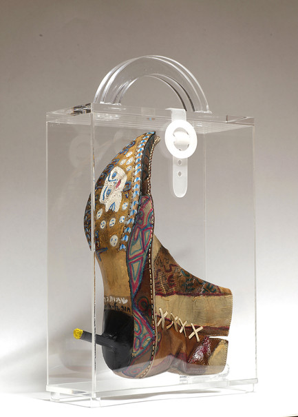 Striding in Purses (4), 2010, mixed media inside a perspex purse