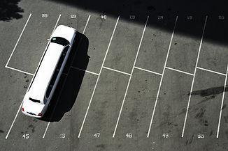 駐車中のリムジン