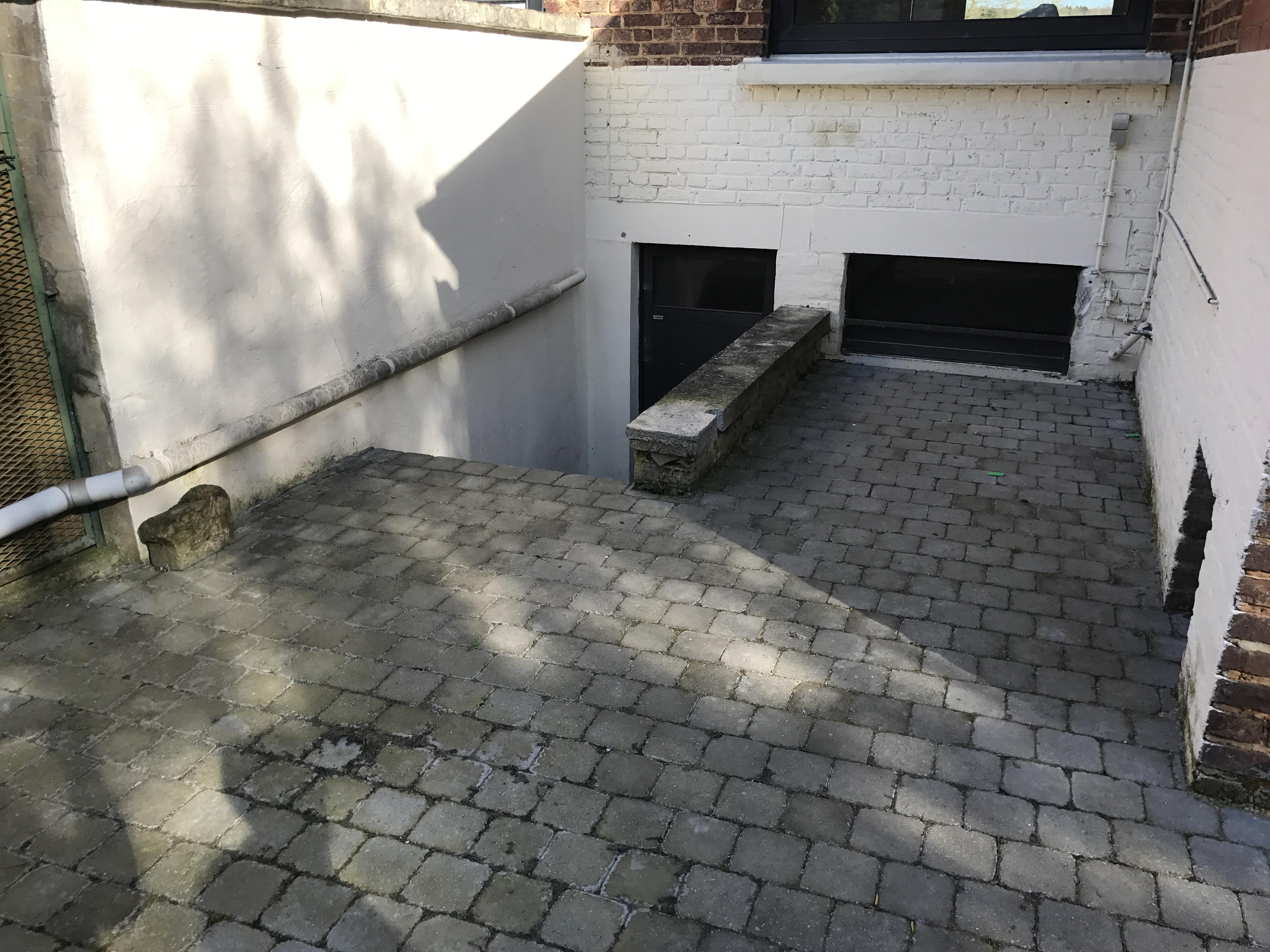 Terrasse avec accés cuisine et cave