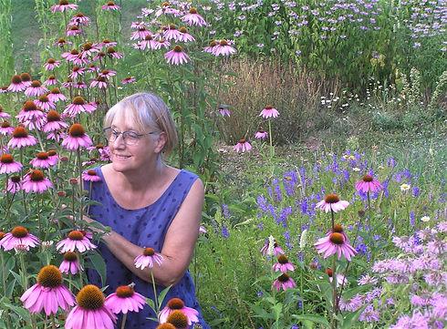 Elisabeth et son jardin de fleurs sauvag
