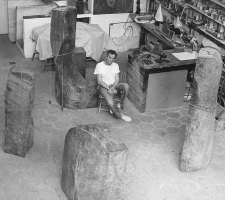 Jorge Michel en su taller de Barracas