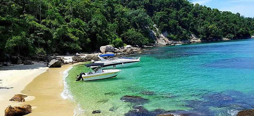 Barcos-em-Ilha-Grande.jpg