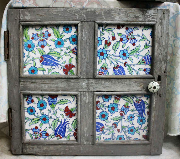Antika Ahşap Çinili Pencere