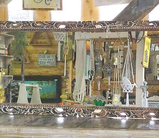 木彫りのルームミラー