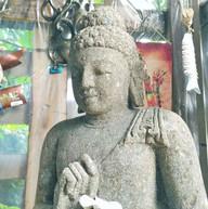 仏陀の石像
