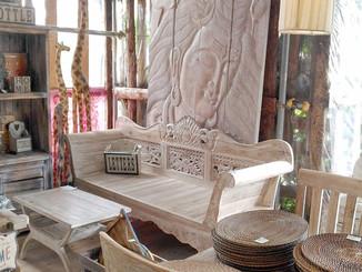 木彫りの特大レリーフ