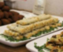 Syrisches Fingerfood . Kibbeh, Bürek mit Käsefüllung, Spinat-Teigtaschen  فطائر سبانخ، كبة، برك جبنة، معجنات