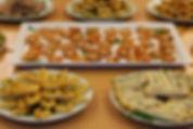 Syrisches Fingerfood Platten,  Teigtaschen, Käseröllchen, Bürek, Manakish, Häppchen معجنات، فطائر جبنة، برك جبنة، مناقيش