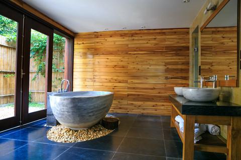 round-white-and-gray-ceramic-bathtub-ins