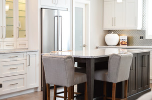 apartment-architecture-cabinets-chairs-3