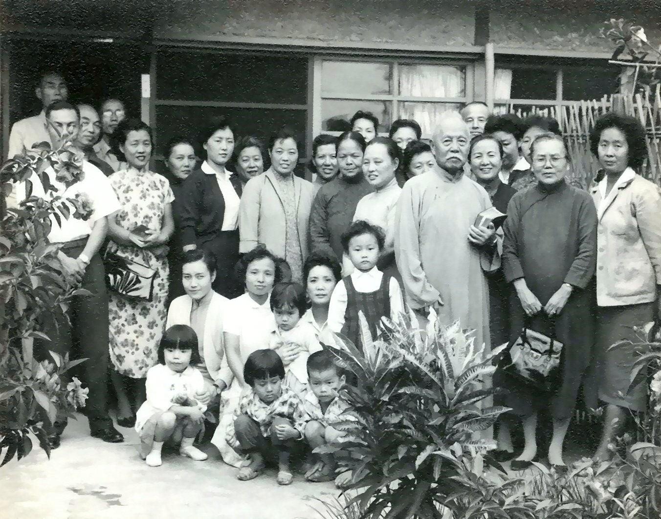 1960_家庭禮拜後合影1.jpg