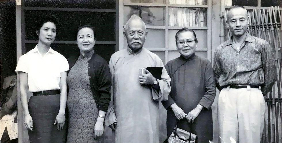 1960_家庭禮拜後合影.jpg