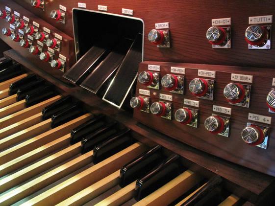 2F數位管風琴踏板-陳炳勳攝