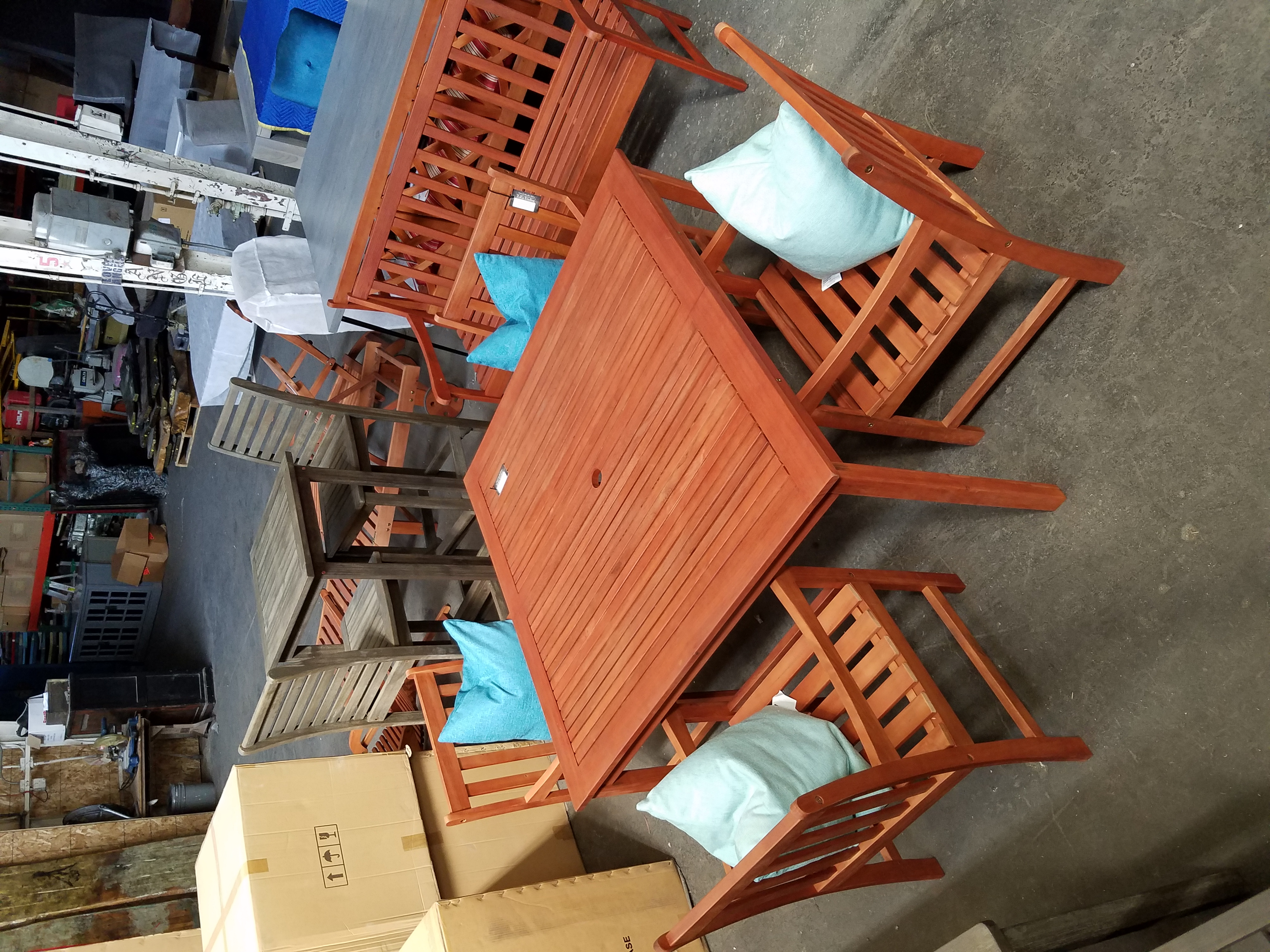 47x47 Table and 4 chairs
